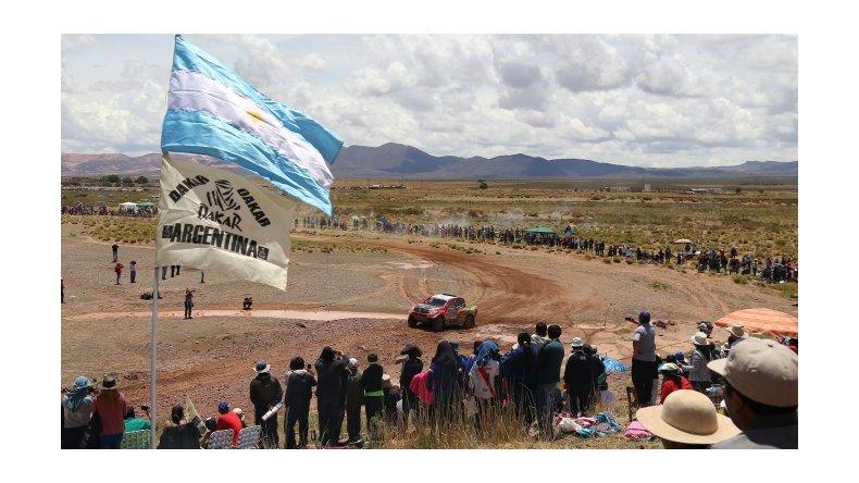 Los vehículos comienzan a transitar suelo boliviano en la etapa 5
