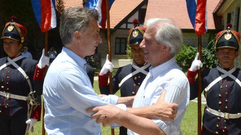 Macri y Vázquez compartieron una reunión en Uruguay.