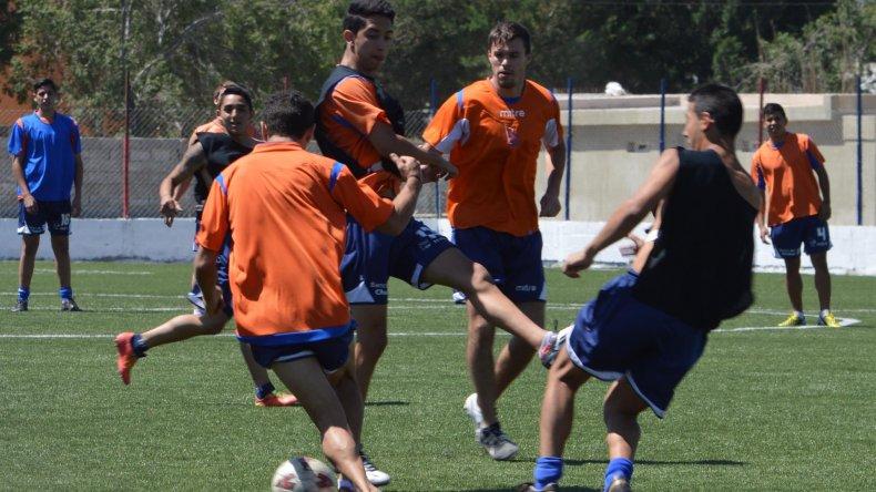 El delantero Vladimir Covalschi intentará convencer con sus goles al cuerpo técnico de la CAI.