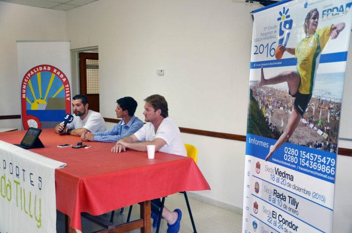 La presentación de la 2ª fecha del Circuito Patagónico de beach hándbol se realizó ayer