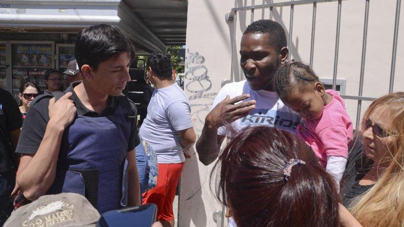 Miguel Gamboa y su familia piden que los dejen trabajar. Somos colombianos