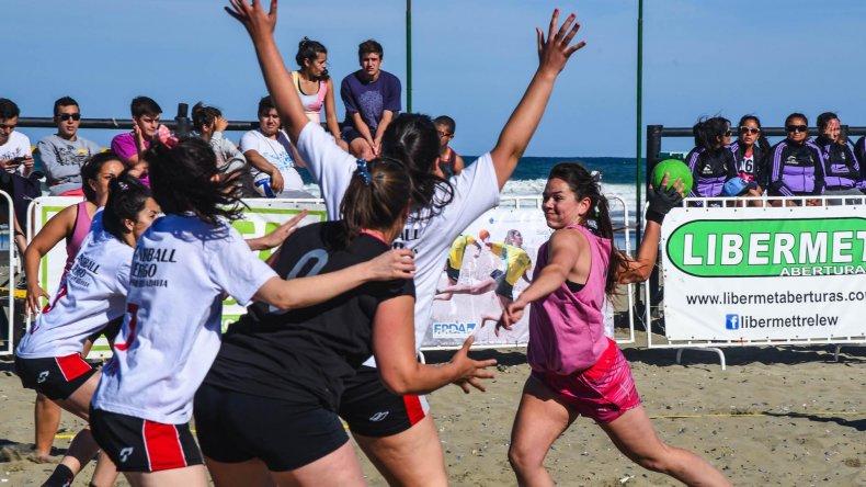 Las chicas suman nueve equipos divididos en tres zonas.