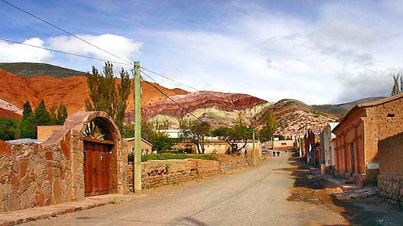 Es el más pintoresco pueblo de la quebrada de Humahuaca aunque pertenezca a otra quebrada transversal homónima.