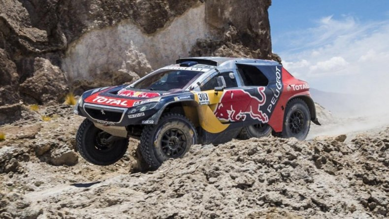 El español Carlos Sáinz se hizo dueño de la séptima etapa del Dakar.