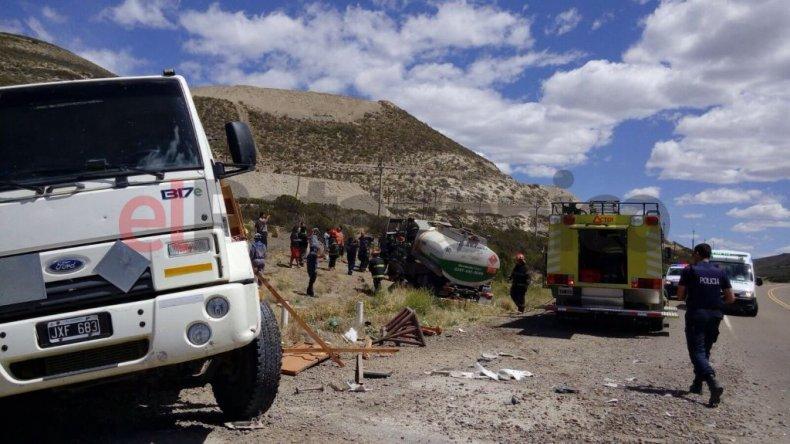 Chocaron dos camiones en ruta 26: tres hombres resultaron heridos