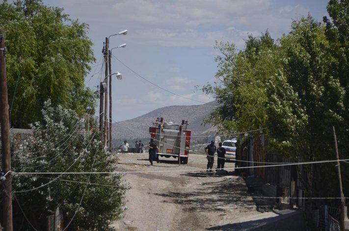 Los bomberos y la policía concurrieron tres veces a la parte alta del Abásolo para intervenir en incendios de viviendas.