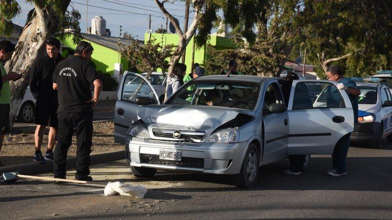 Hilda Coria tuvo que ser asistida por un equipo del sistema sanitario tras el choque ocurrido ayer por la tarde en la avenida Alejandro Maiz.