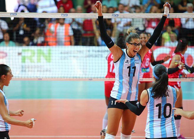 Julieta Lazcano celebra con Emilce Sosa la clasificación para Río 2016.