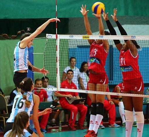 Argentina le ganó 3-0 a Perú y terminó invicta el Preolímpico que tuvo un marco imponente de espectadores.