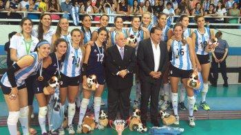La selección argentina femenina festeja el histórico logro ayer en Bariloche.