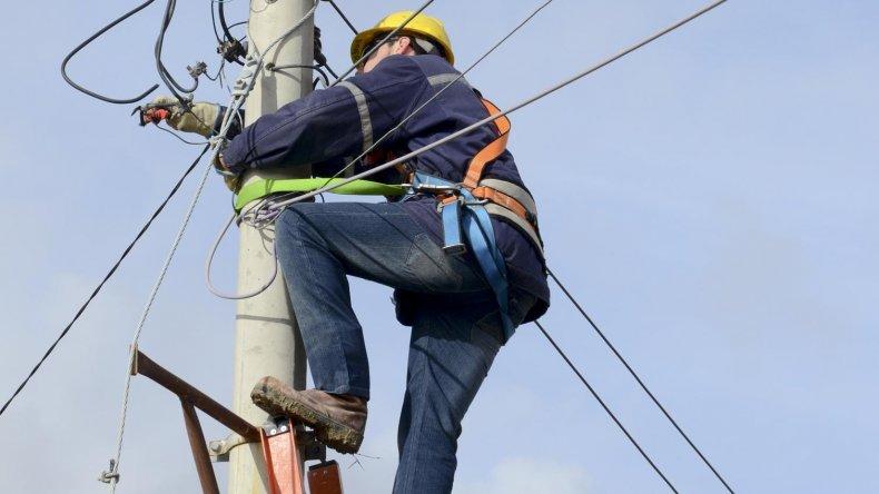 El Gobierno provincial efectúa aportes mensuales destinados a la racionalización de tarifas a las cooperativas eléctricas del interior provincial.