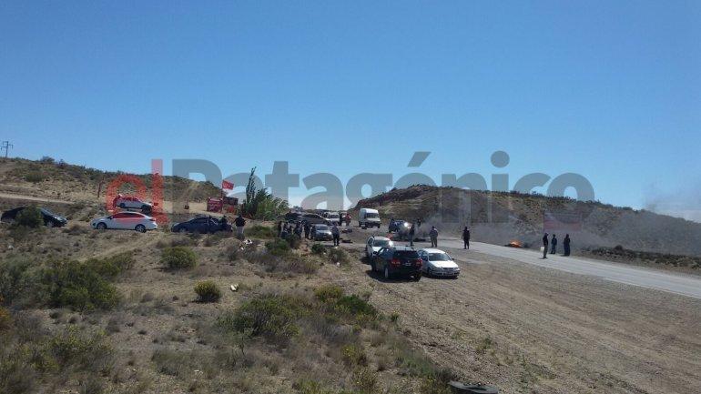 El lunes empezó con piquetes: todos los accesos a Caleta están bloqueados