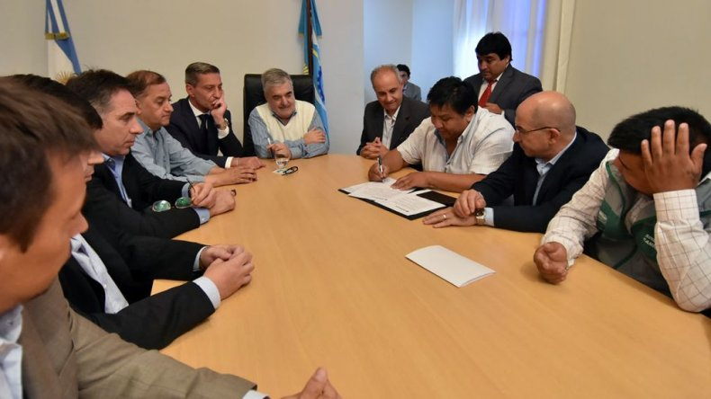 Elevaron a Macri un acta suscripta con las petroleras y sindicatos