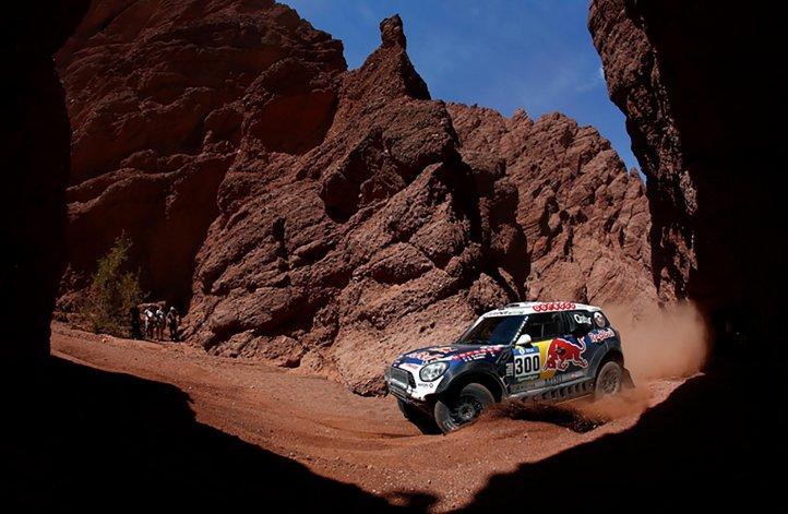 Nasser Al-Attiyah demostró toda su supremacía en las dunas y se quedó con la octava etapa del Dakar.