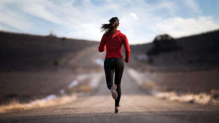 Correr entre las 15 y 19 horas disminuiría  el riesgo de lesionarse