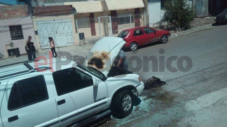 Camioneta se incendió debido a una falla eléctrica