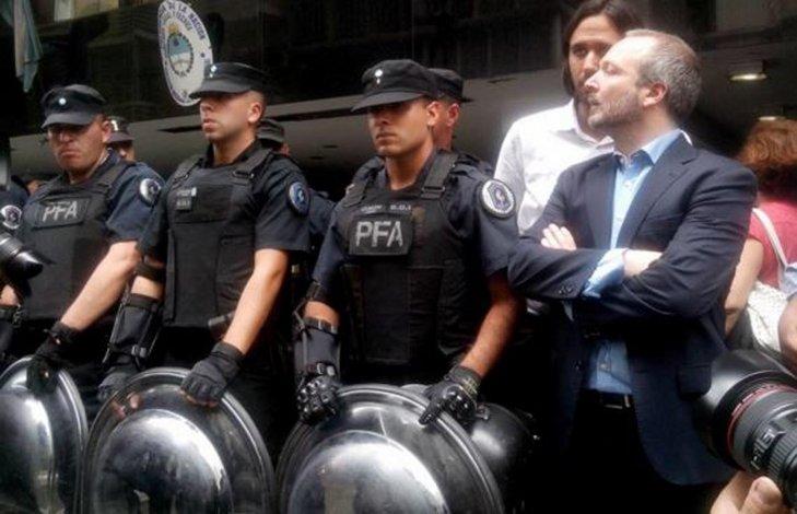 El Gobierno militarizó la AFSCA para impedir el ingreso de Sabatella.