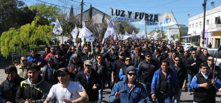 Trabajadores de Luz y Fuerza están movilizados por sus compañeros de las cooperativas del interior.