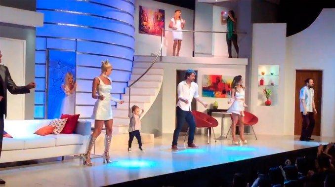El tierno baile de Olivia, la hija de Pedro Alfonso y Paula Chaves, en el teatro