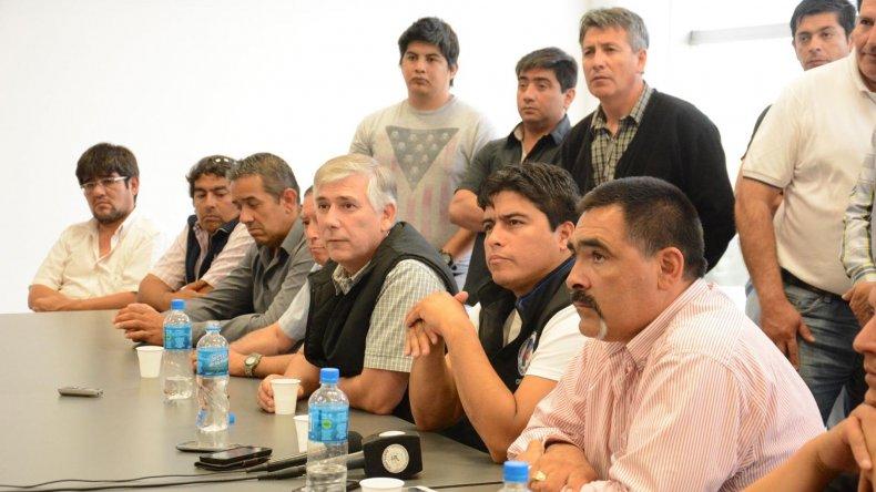 Referentes de distintos gremios de la zona norte de Santa Cruz, encabezados por Claudio Vidal, brindaron pormenores sobre la movilización prevista para hoy.
