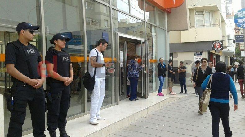 Secuestraron documentación en bancos  por la investigación de lavado de dinero