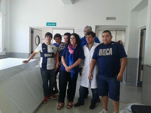 La peña de Boca realizó una donación al Hospital Regional