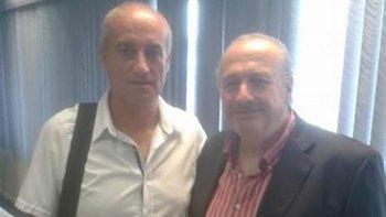 Roberto Martínez -Izq- junto al presidente de FIBA Américas, el tucumano Horacio Muratore.