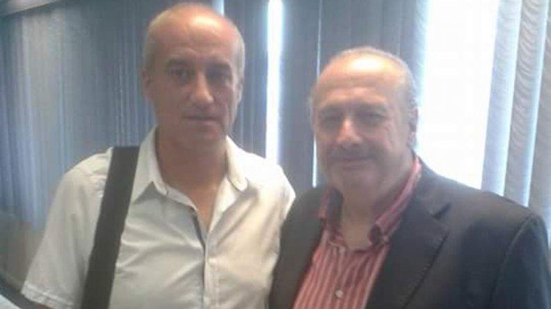 Roberto Martínez -Izq- junto al presidente de FIBA Américas