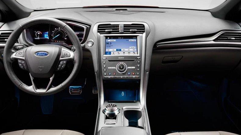 Ford presenta el restyling del Mondeo y la vuelta del V6