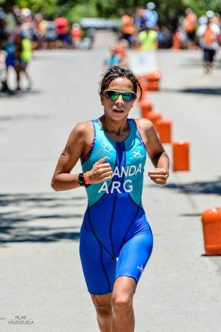 Moira Miranda completó el triatlón en 1:13:15.