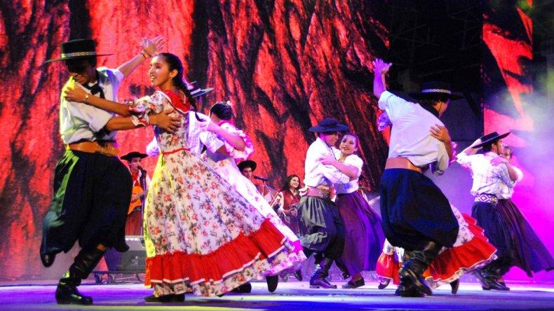 La Fiesta Nacional del Chamamé dio inicio a las actividades de verano en Corrientes.