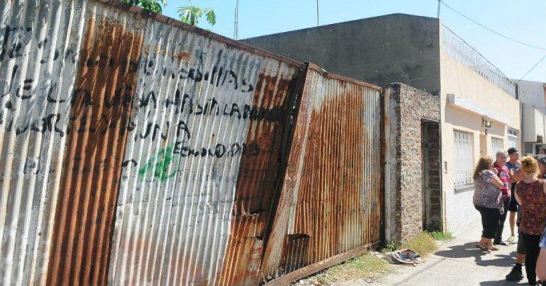 El baldío por donde ingresaron los ladrones.