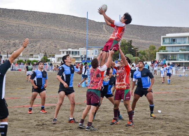 Calafate B y Portugués brindaron un parejo encuentro en la arena.