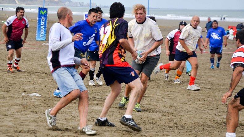 La edad no es un impedimento para compartir la guinda y transpirar en el Seven de rugby.