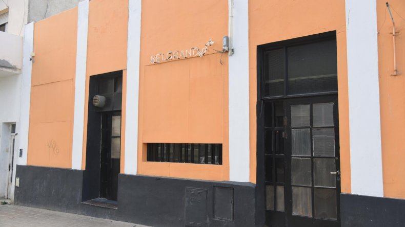 El cabaret de Sarmiento al 600 fue clausurado porque una mujer que allí trabajaba no contaba con libreta sanitaria.