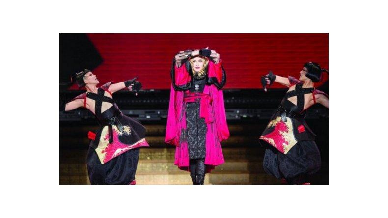 Acusan a Madonna de cantar borracha en un show