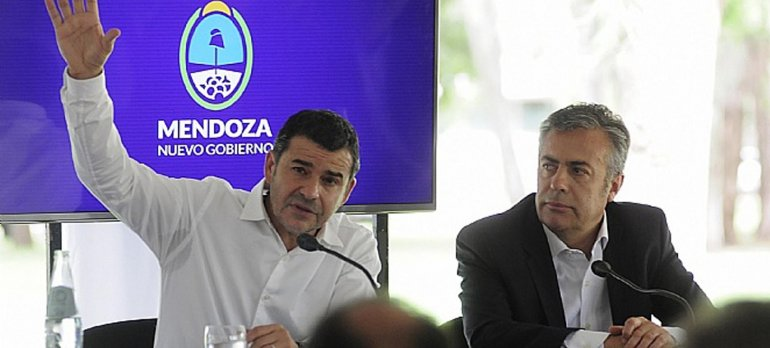 Galuccio y Cornejo al anunciar el hallazgo de YPF en la cuenca mendocina.