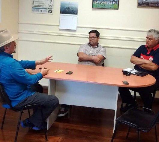 El titular de Comodoro Deportes se reunió con dirigentes del Club Próspero Palazzo.