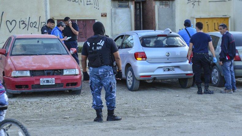 La policía de la Seccional Quinta secuestró tres armas a los ocupantes de un VW Gol en las 1008 Viviendas.