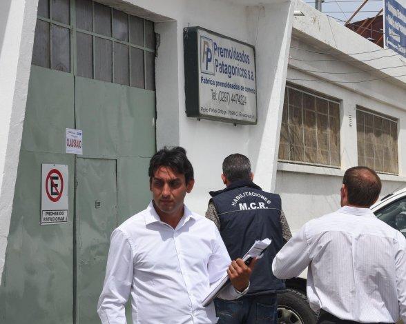 Ayer al mediodía el municipio clausuró dos empresas por deuda