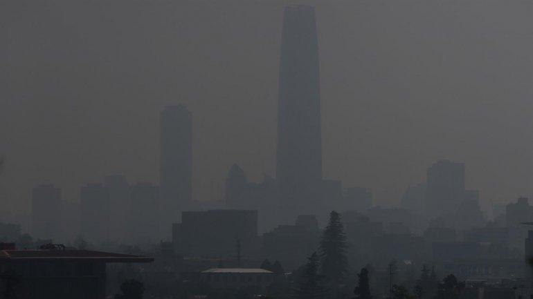 Santiago: avanza una inmensa nube de humo