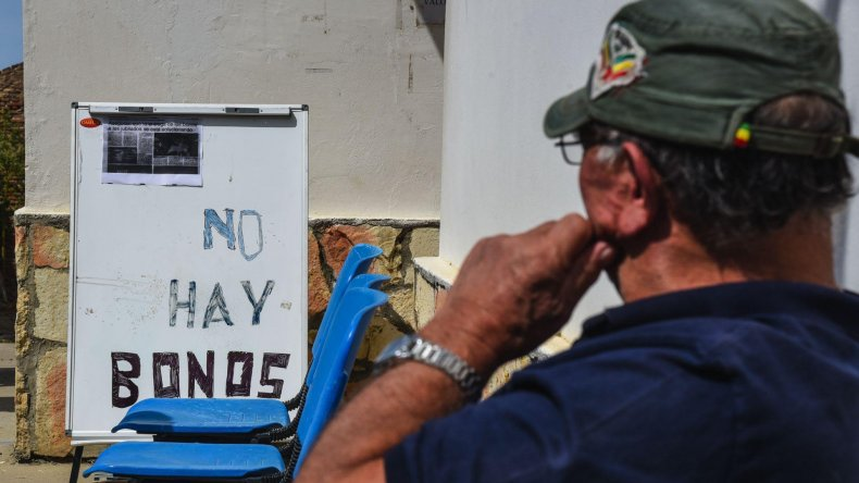 Ayer los jubilados que se acercaron a la sede del Centro de Jubilados del Petróleo volvieron a encontrarse con la falta de emisión de bonos para viajar gratis en el transporte público.