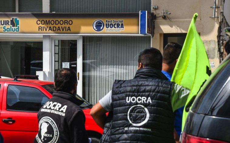 Ayer por la mañana en la calle Sarmiento hubo tensión entre integrantes de la UOCRA y el gremio paralelo de la construcción que formó Daniel Ojeda.