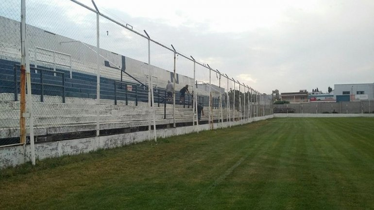Hinchas de Newbery piden colaboración para pintar la tribuna