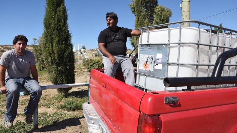 Habitantes de chacras de los kilómetros en la zona norte buscaban ayer abastecerse en apostaderos.