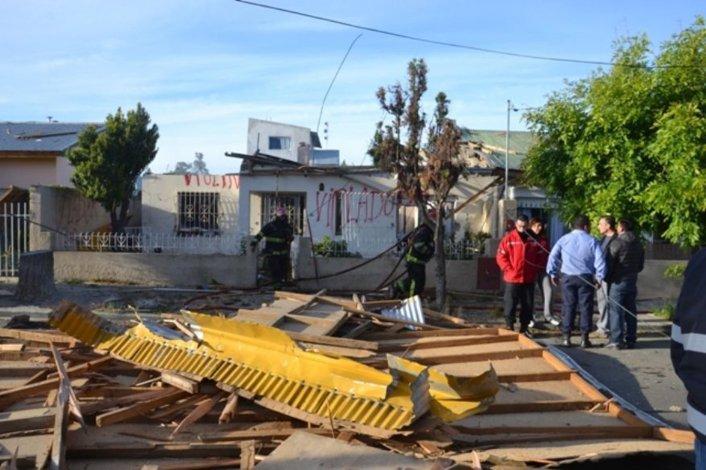 A la fuerte explosión le siguió un pavoroso incendio y de la casa solo quedaron en pie sus paredes de concreto.