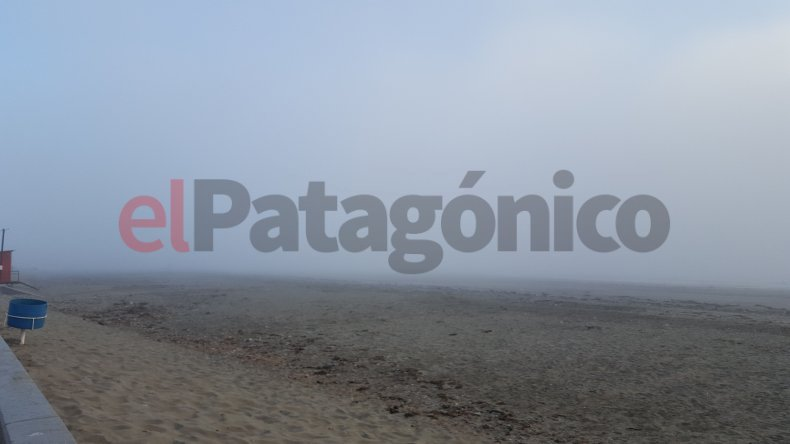 Así amaneció hoy la playa de Rada Tilly.