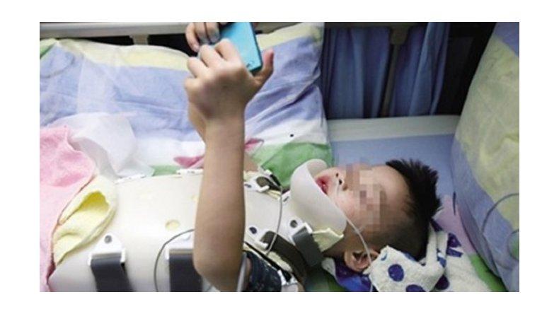 Cayó de un piso 18, sobrevivió y lo primero que pidió fue un smartphone