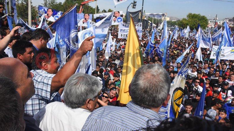 Ávila definió la situación petrolera como complicada