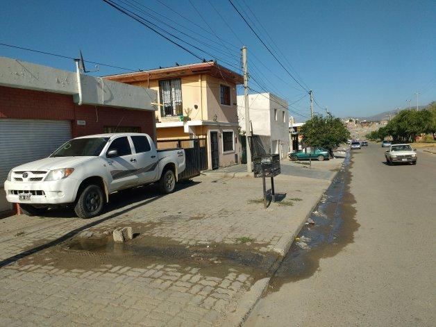 Preocupa rotura que derrama agua potable en el Ceferino